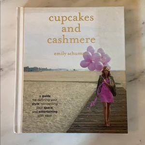 Cupcakes & Cashmere book 🧁📚
